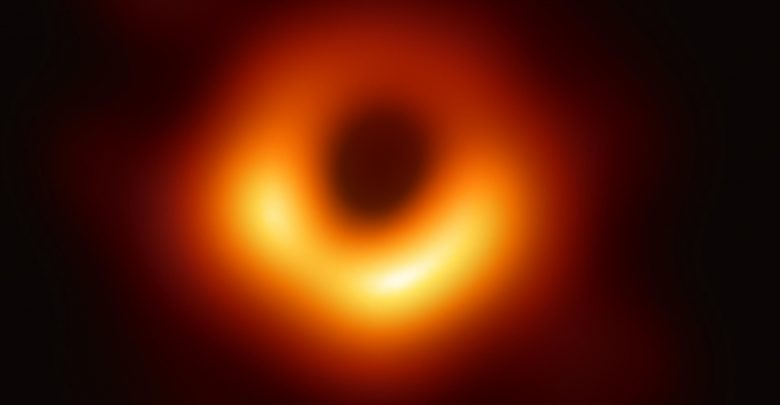 Scientists Showed-Off The First Ever Image of Massive Black Hole