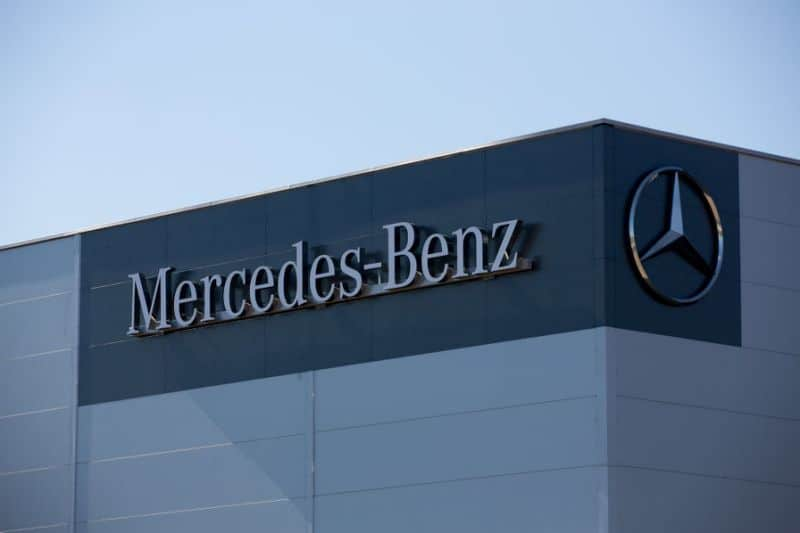 mercedes-benz owner daimler to slash 10,000 jobs in a bid to cut costs