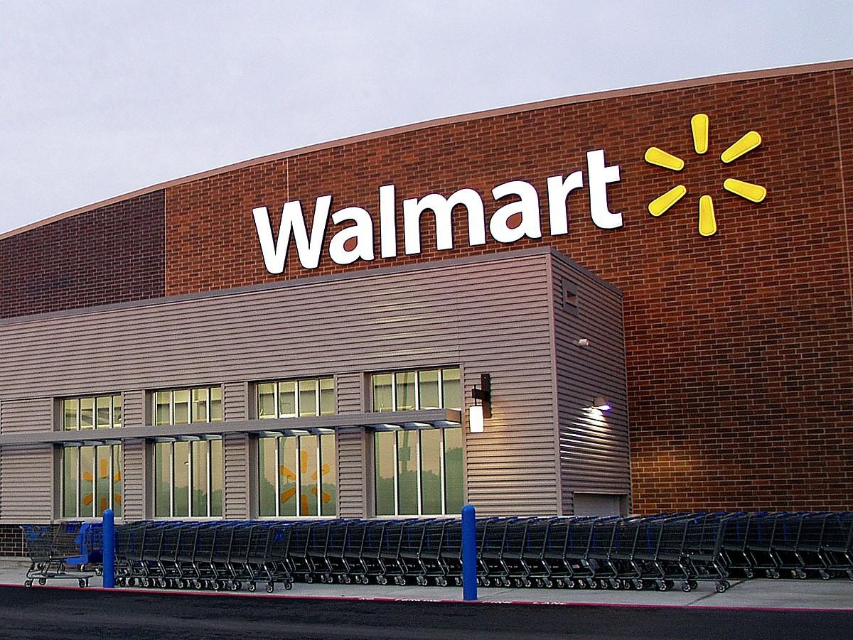 Walmart opens for the first time in its history to sell used clothes