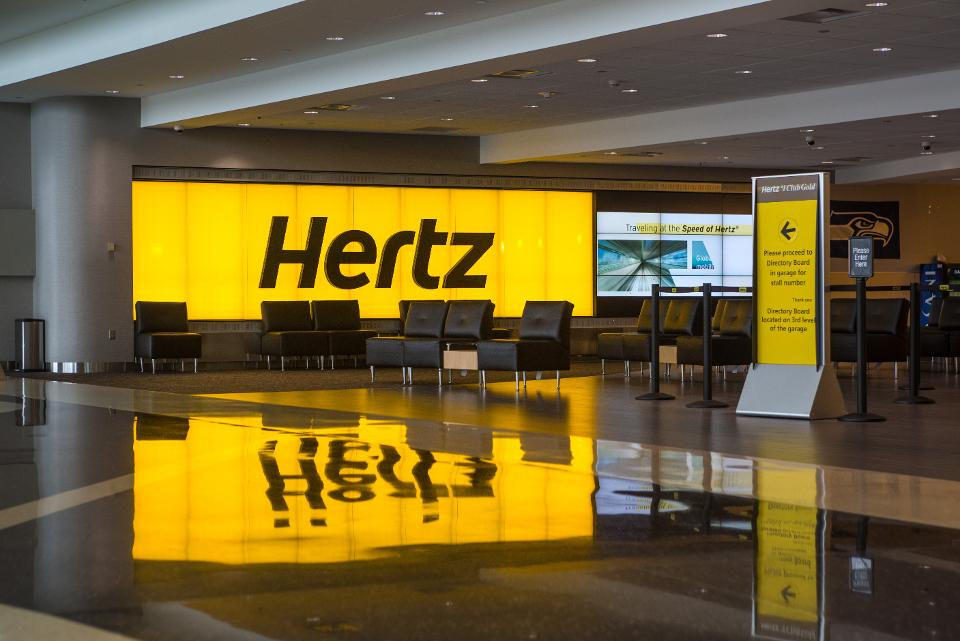 Hertz cancels its stock sale plan and negotiates a loan