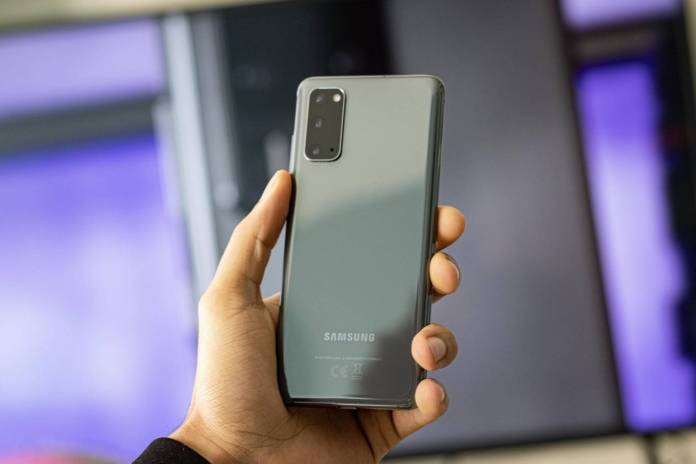 Samsung plans to bring wireless charging to mid-range Galaxy A's, according to The Elec